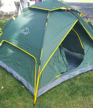 Toogh 2-3 person dome tent for Sale in Manteca, CA