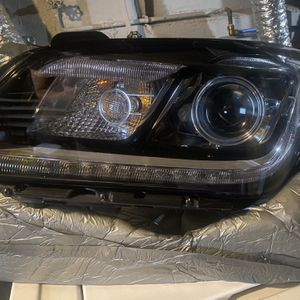 2016 Hyundai Genesis Left Headlight for Sale in Staten Island, NY