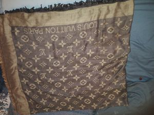 Luis Vuitton shawl. Authentic for Sale in Lakewood, WA