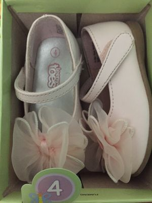 Baby Pink Slippers Size 4 for Sale in Jersey City, NJ