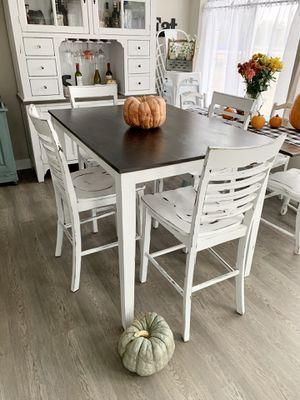 Shabby Kitchen dining table and 4 chairs for Sale in Parker, CO