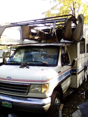 Fleetwood RV. 40,000 miles. Make great car hauler or flatbed work truck. Runs great, needs batteries. for Sale in Palermo, CA