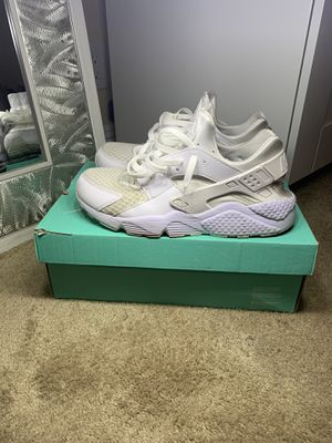 Nike triple white huaraches for Sale in Mountain View, CA