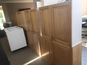 Full kitchen of solid wood maple cabinets. Already removed from the wall. for Sale in Weston, FL