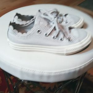 Girls Light Purple Size 2.5 Converse Canvas Shoe Like New for Sale in Cleveland, TN
