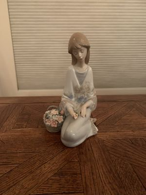 Lladro figurine: Girl with flowers for Sale in Mesa, AZ