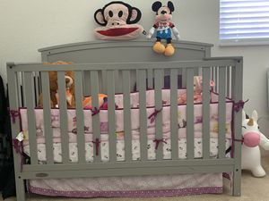Selling baby crib and accessories Graco Bento Nursery Gray for Sale in Aventura, FL