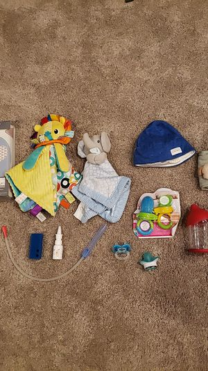 Nose frida, hush hat, mmjum bottle, and other baby stuff for Sale in Federal Way, WA