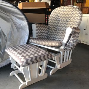 Gliding Rocking Chair for Sale in Inglewood, CA