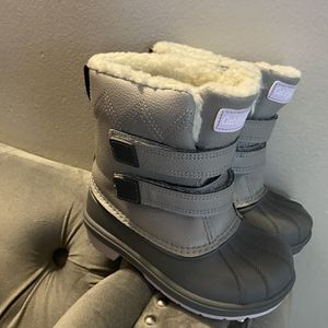 Girls Snow ⛄️ Boots Size 9 $35 for Sale in Los Angeles, CA