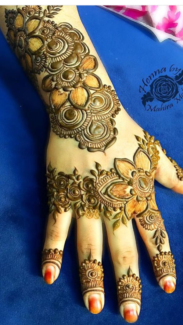 Henna details and kathab like tattoos