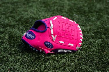 """Rawlings tee ball 9"""" glove PINK for Sale in Bethesda,  MD"""