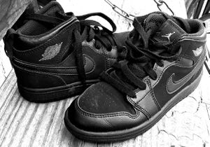 Boys 2018 Black Nike Air Jordans for Sale in St. Louis, MO