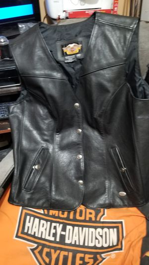 Harley Davadison Womans Leather Vest for Sale in Evansville, IN