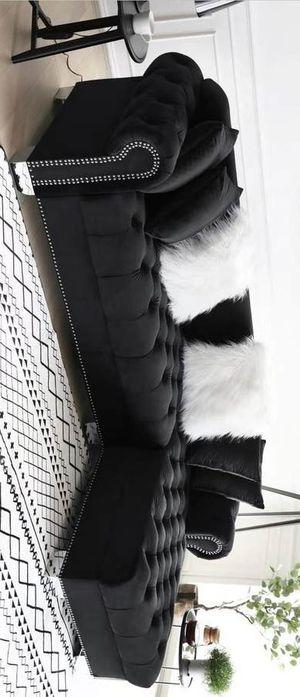 Royal velvet raf sectional sofa black for Sale in Houston, TX