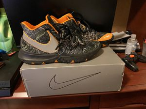 Nike Kyrie 5 Taco Size 13 for Sale in Farmville, VA
