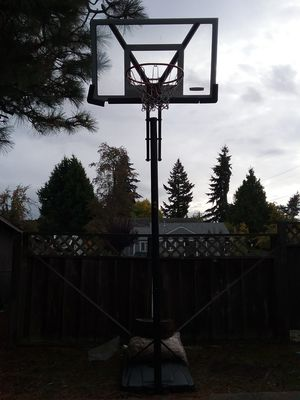 Lifetime Basketball Hoop (ajustable to 10FT) for Sale in Seattle, WA