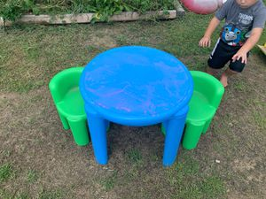 little tykes kid table , 2 chairs for Sale in Irwin, PA
