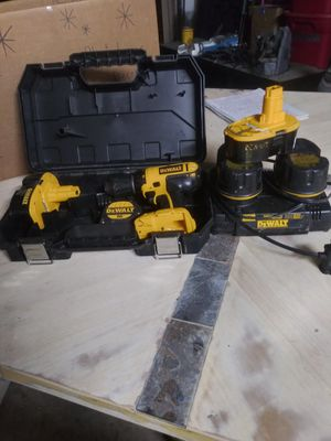 DEWALT DRILL + 4 BATTERIES AND DUAL PORT 1 HOUR CHARGER for Sale in Saginaw, TX