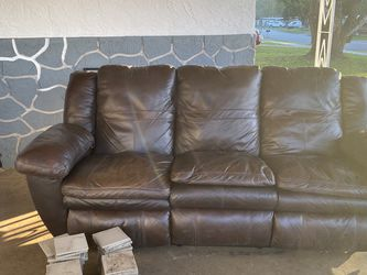 BROWN LEATHER COUCH!!! Clean!!!! for Sale in Deltona,  FL