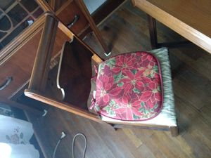 Dining Room Table (with chairs) for Sale in Mountain City, TN