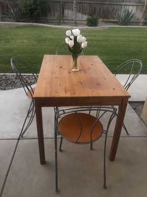 Small dining table for Sale in Bakersfield, CA