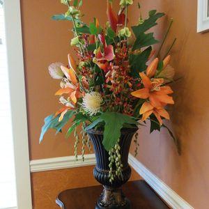 beautiful flowers decor for Sale in Everett, WA