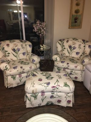 Set of swivel chairs and ottoman. for Sale in Las Vegas, NV
