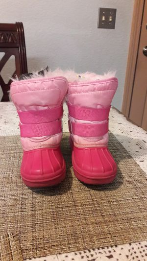 Toddler's girl snow boots for Sale in Stockton, CA
