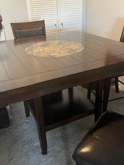 High Top Table Set (breakfast/kitchen table) for Sale in Yorba Linda,  CA