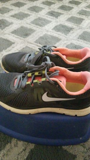 Nike Shoes Size: 8.5 Very good conditions for Sale in Santa Monica, CA