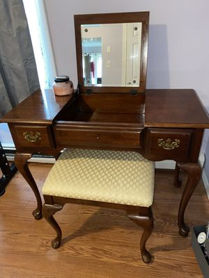 Makeup vanity for Sale in Pawtucket, RI