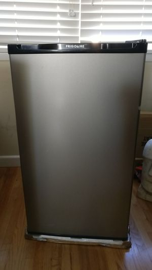 Compact refrigerator 3.3 cu. ft. for Sale in Playa del Rey, CA