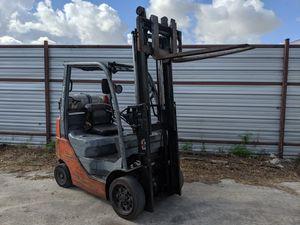 Toyota LPG forklift 08 in good running shape 4000 lb,7ft reach for Sale in Houston, TX