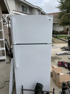 Refrigerator:yes it works for Sale in Claremont, CA