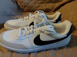 Mens NIKE Grand Terracel Sneakers 10.5 in new like Condition Rare for Sale in Lithia Springs, GA
