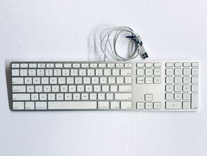 OEM Apple Ultra Slim silver USB Keyboard A1243 w/USB port (x2) +10-key for Sale in Albuquerque, NM