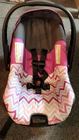 Infant car seat with base. for Sale in Waynesburg, PA