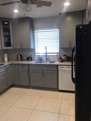 Shaker model kitchen cabinets for Sale in Pembroke Park, FL