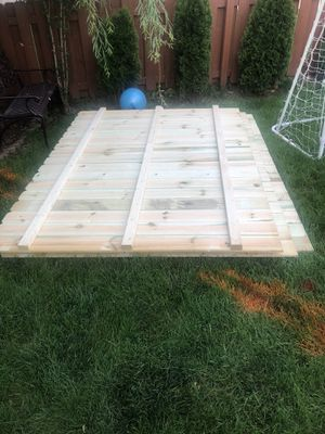 2 panels of fence 6x8 and 1 post for sale for Sale in Plainfield, IL