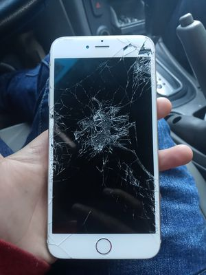 Iphone 6s pluss for Sale in Hartford, CT