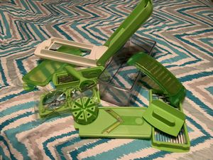 Fruit veggie chopper and storage container for Sale in San Antonio, TX