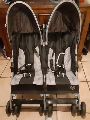 Delta double stroller for Sale in Pembroke Park, FL