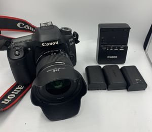 Canon EOS 80D Digital SLR Camera - w/ EF-S 10-18mm f4.5/5.6 & 4 Batteries W/Case for Sale in Everett, WA