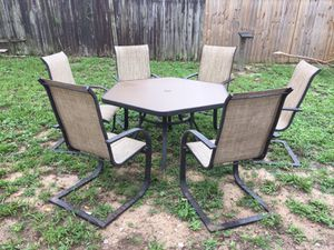 Patio table for Sale in Frostproof, FL