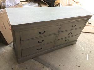 Dresser/Chest/nightstand for Sale in Orlando, FL