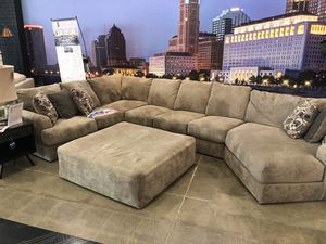 Jackson 3pc sectional for Sale in Columbus, OH