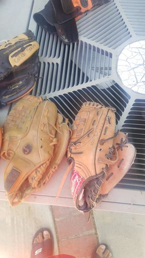 "Tee ball gloves 10"" catchers glove, 12"" glove, baseball bag for Sale in Rialto, CA"