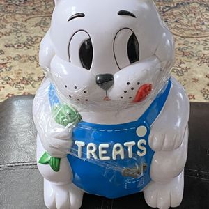 COOKIE JAR IN A CAT SHAPE WITH A BUILT IN MEOWING ALARM WHEN YOU OPEN THE JAR GREAT GIFT IDEA FOR THE HOLIDAYS for Sale in Schaumburg, IL