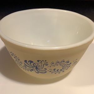 VINTAGE PYREX MIXING BOWL for Sale in Rexburg, ID